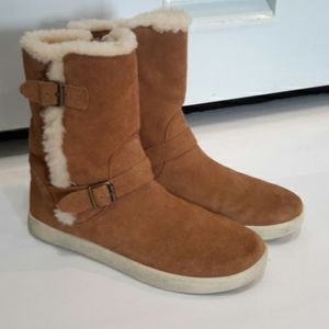 ❤❤💚UGG BOOTS FOR KIDS SIZE 4❤❤💚